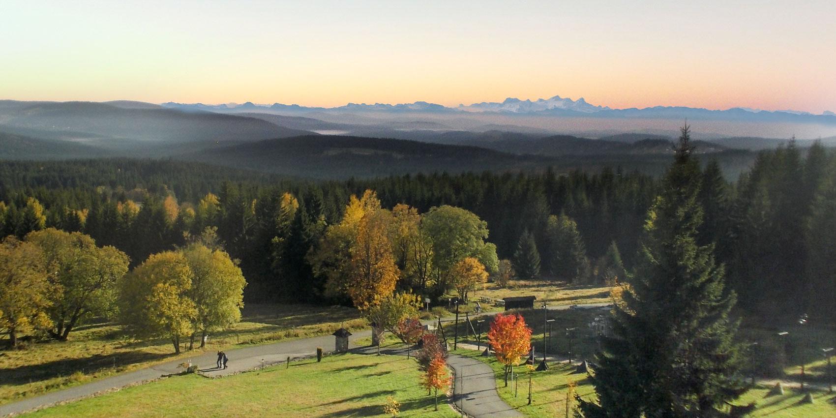 Výhled na hřebeny Alp